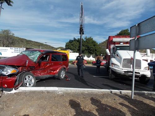 Fallece sujeto en accidente en Paseo de la República by agenciainqro.com Agencia Queretana de Noticias