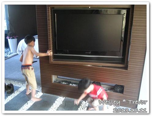 131011-電視是可以轉動的