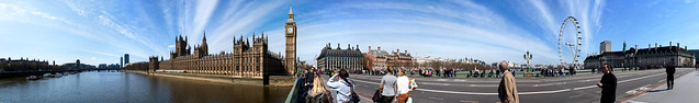 Vue panoramique sur la Tamise, le Palais de Westminster, Big Ben, le Westminster Bridge, la grande roue London Eye et le London County Hall
