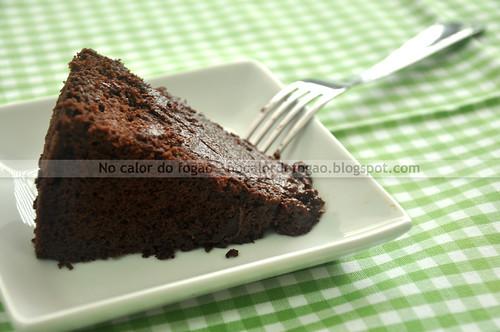 Fatia do bolo de chocolate e beterraba