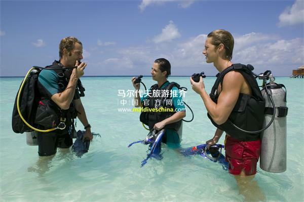 维利甘度岛(Veligandu Island Resort)潜水课程