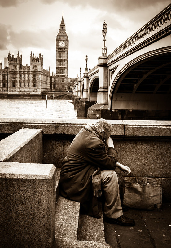 london, alone, street photography, man, sitting, big ben, westminster, thames, river