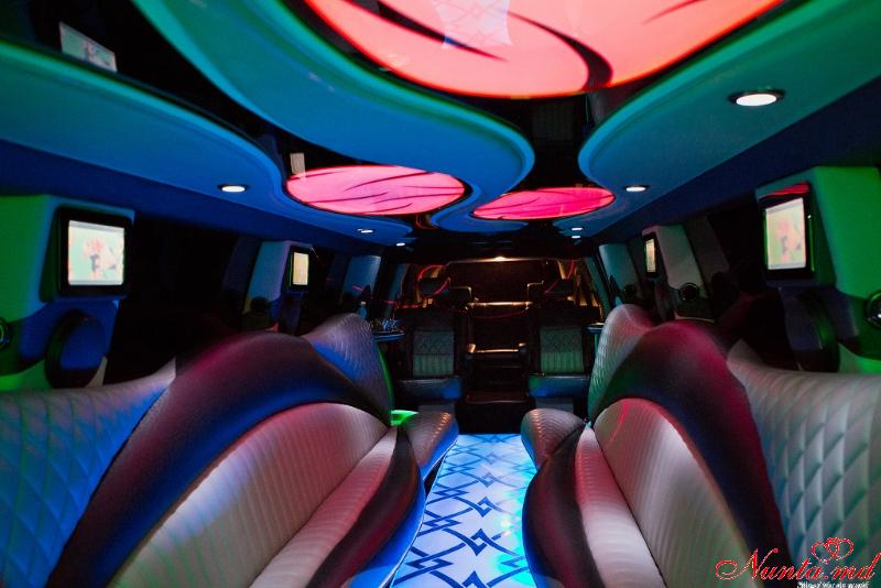 Închirierea limuzinelor Prestigelimo Moldova, Chişinău de la 45 euro/ora > Foto din galeria `Infinity QX 56: Anul fabricarii 2009,Lungimea 12m,pasageri 20`