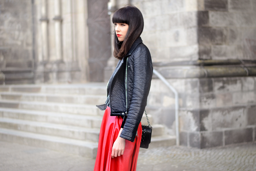 Romwe red skirt Zara leater biker Romwe striped shirt chanel le boy chanelofficial boybag CATS & DOGS black red fashion blogger Berlin 3