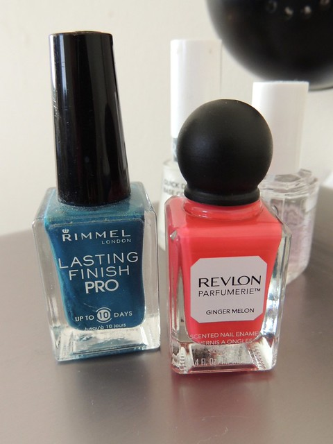 Nails of the week - Revlond Parfumerie Ginger Melon & Rimmel Marine Blue