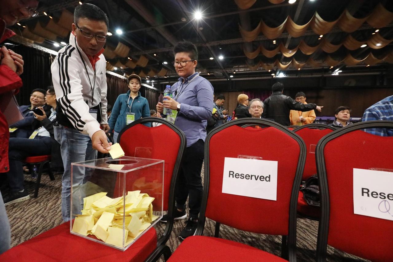 劉國勳認為提問紙收集箱放在會場中央,影響選委提問積極性。(選舉論壇大會提供)