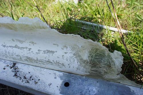 Pistoia: dicarica abusiva davanti al cimitero