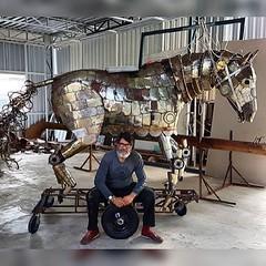 Criador & Criatura:   RAIMUDO RODRIGUEZ e seu Cavalo de São Jorge !  #aplausoblogauroradecinema  #blogauroradecinemaregistra  #blogauroradecinemaaplaude  #raimundorodriguez #carioca #saojorgeguerreiro #igersrio @rodriguezraimundo #brazil  #contemporaryart