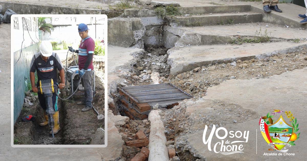 Alcaldía de Chone solucionó problemas de aguas lluvias y servidas en la U.E. Amazonas