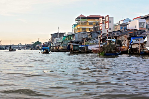houses and shops all setup on the Mekong River create a booming market