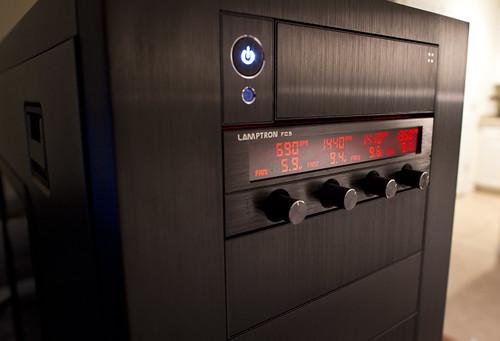 自作PCにデジタル温度計を追加可能な物あれこれ Photo:FanController By:TaylorB90