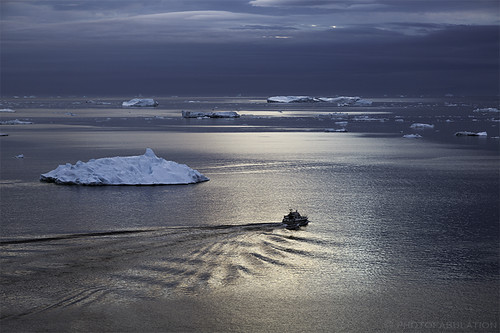 blue light sun ice night landscape soleil boat waves lumière arctic bleu greenland bateau paysage vagues nuit icebergs glace arctique ilulissat groenland diskobay kalaallitnunaat isfjord fjordgelé baiededisko