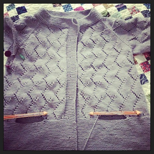 Ripreso in mano grazie al fresco #yarn #grignasco #veeravalimaki #somethingsilver #knit #knitting #ravelry #lavoroamaglia #fattoamano #handmade #cheaphappiness #instaknit #kalfromitaly
