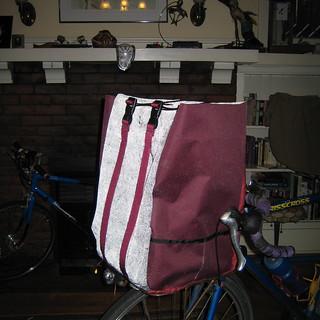 Giant reflective porteur bag (2)