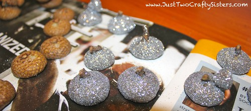 Making glitter cap acorns