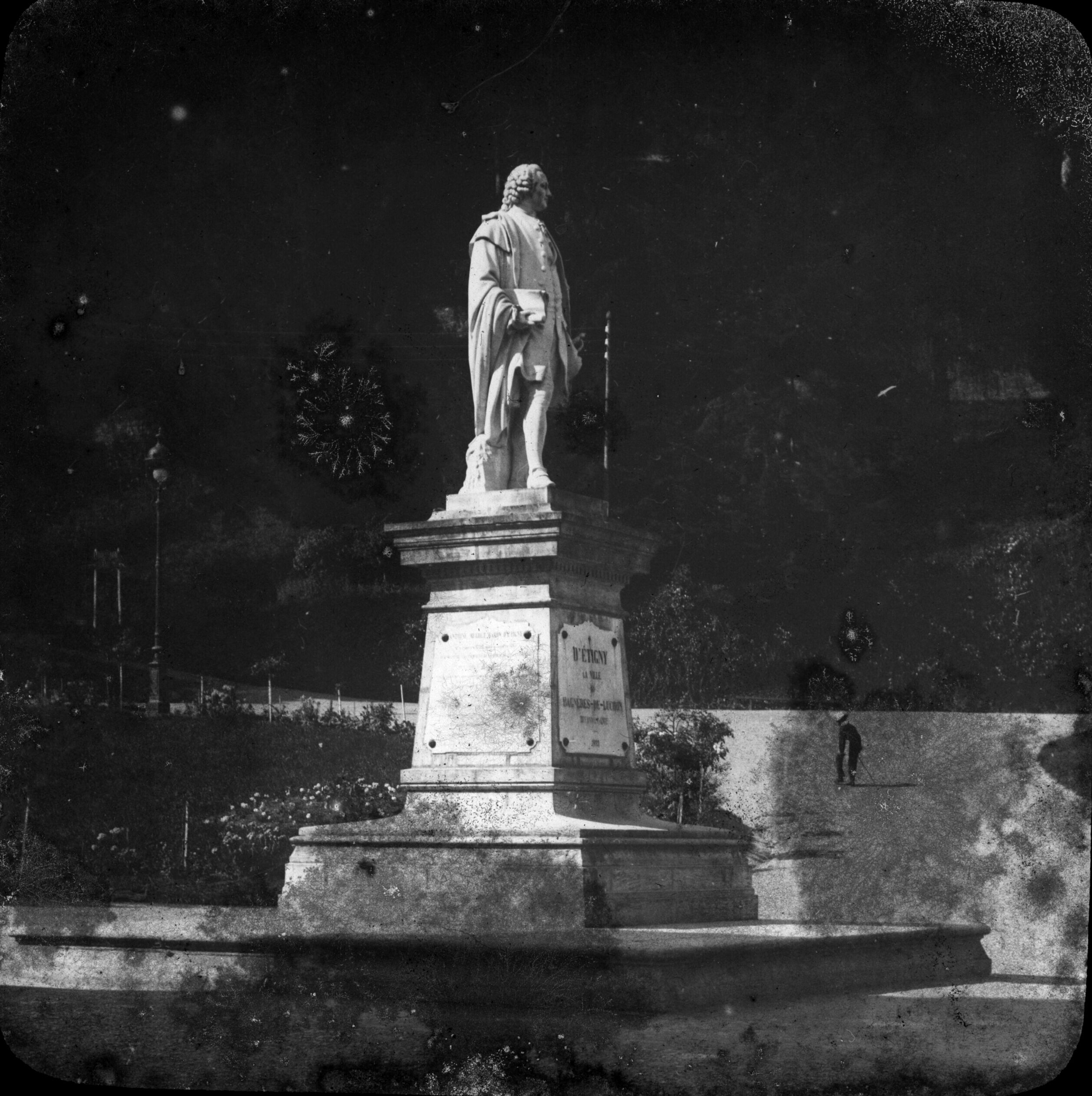 Statue de d'Etigny, Luchon