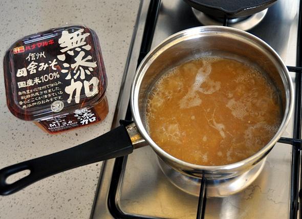 Simple tofu & miso ramen | www.fussfreecooking.com