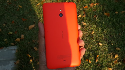 Nokia Lumia Lumia 1320 ด้านหลัง
