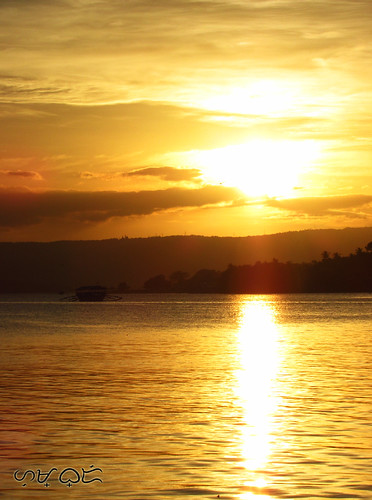 sunset taal lake goldenhour water silhouette