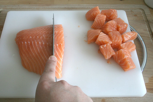 19 - Lachs würfeln / Dice salmon
