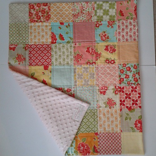 Baby Georgias quilt is finished, with a soft and snuggly minky backing, yay!