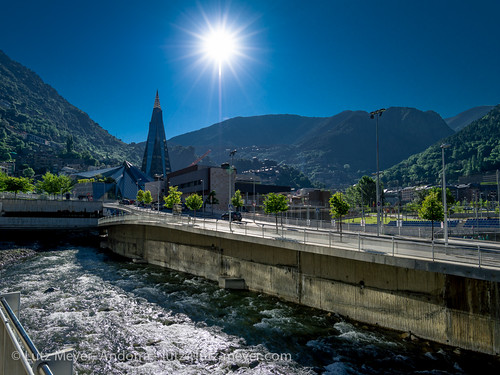 city summer water rio sunrise river bath aqua wasser europe sommer july julio verano juli fluss spa sonnenaufgang andorra juliol aigua pyrenees iberia wellness estiu pirineos pirineus riu iberianpeninsula pyrenäen therme caldea escaldes fussweg thermalbad warmwasser engolasters riuvalira iberischehalbinsel sortidadelsol sacalma mfmediumformat carrerestevealbert passatgedevalira