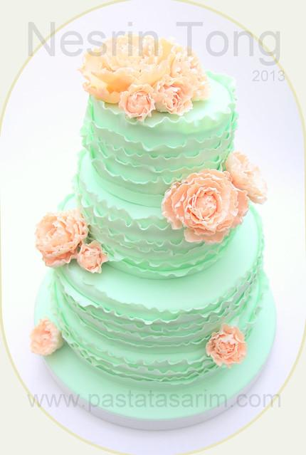 fril weding cake