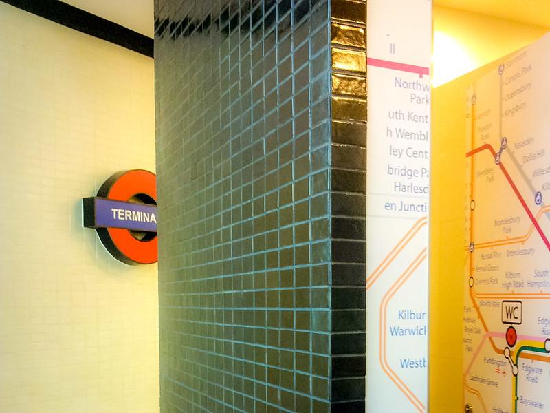 London toilet - Terminal 21