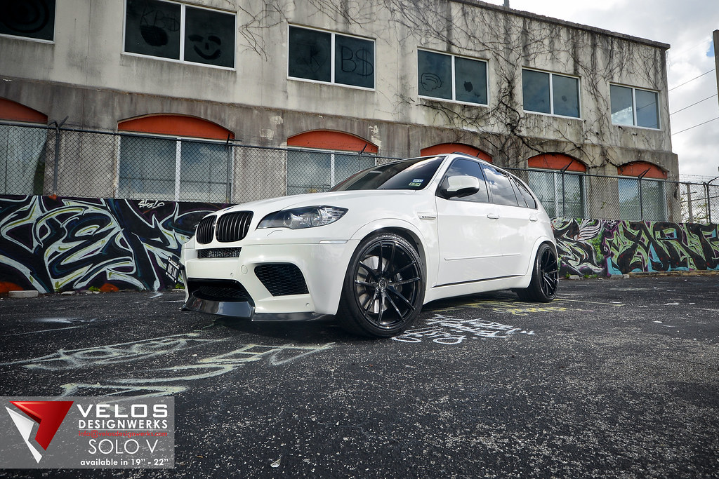 Alpine White Bmw X5m On 22 Quot Velos Solo V Forged Wheels W