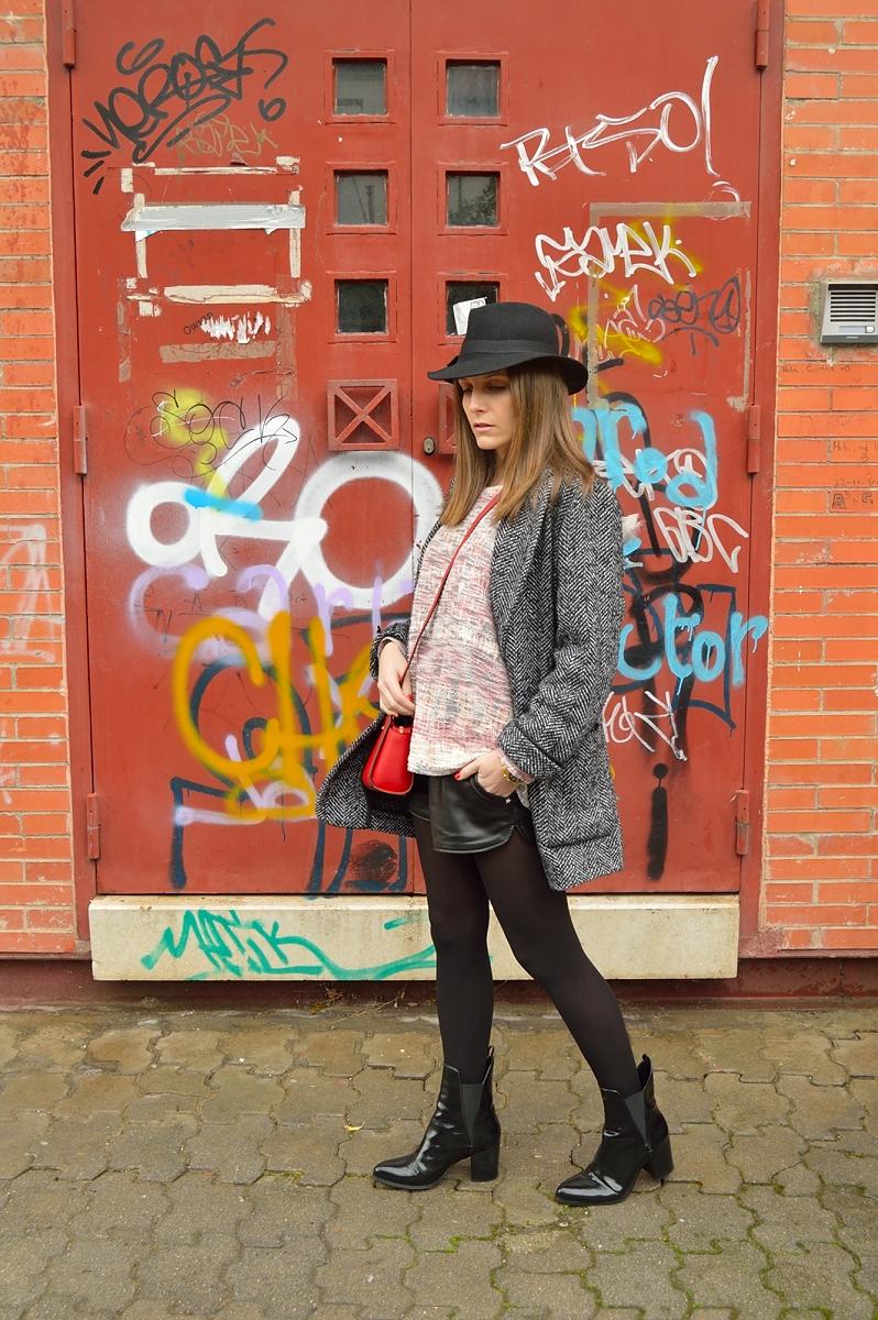 lara-vazquez-madlula-blog-style-streetstyle-red-bag-hat-winter-fashion