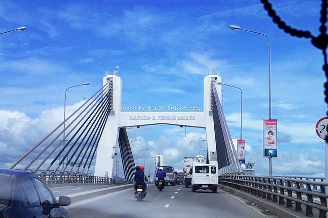 マクタン島からセブ島にかけられた大きな橋♪ 日本製らしいです!