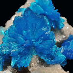 cristaux de cavansite, cristaux de stilbite - crystals of cavansite, crystals of stilbite