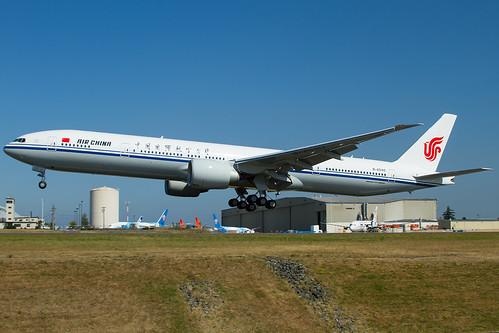 B77W - Boeing 777-39L(ER)