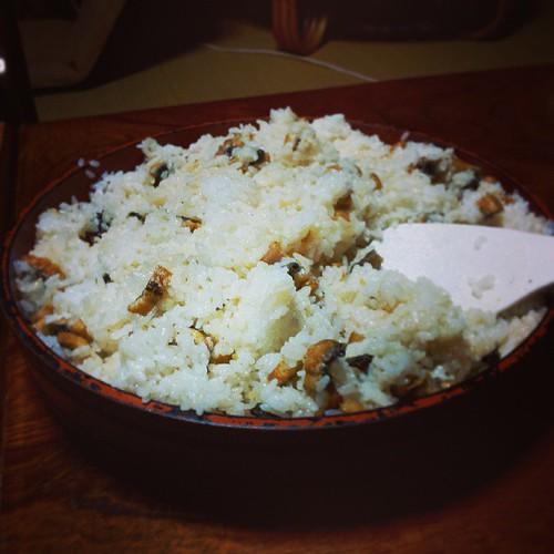 昨夜はひつまぶし。静岡は鰻が美味い。 娘さんの口にはあわなかったらしく、一人で食パン食べてましたが...