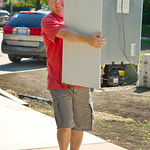 13-016 -- Dad Mike Kirby moves a refrigerator for his daughter Andrea '16.
