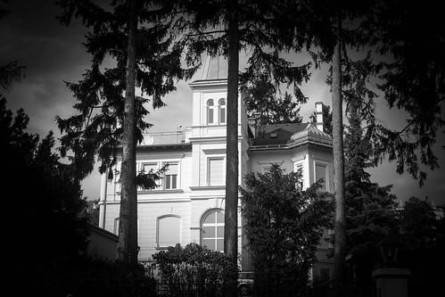 Die #NSAVilla in Pötzleinsdorf by RealCrazyBird