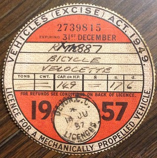 GREAT BRITAIN 1957 ---MOTORCYCLE TAX DISK FOR LICENSE PLATE #KXM887