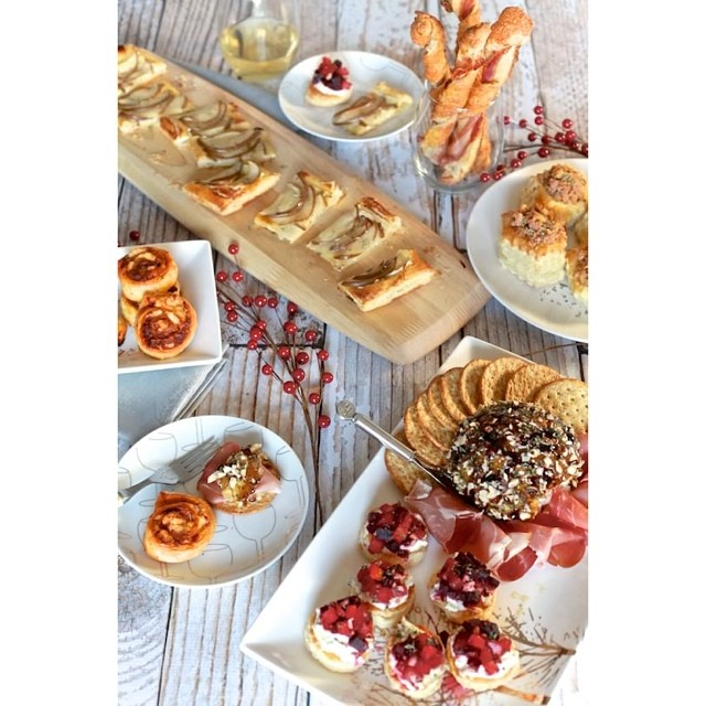 6 Easy New Year's Eve Appetizers that will make u look like a rock star. #ontheblog Link in profile!