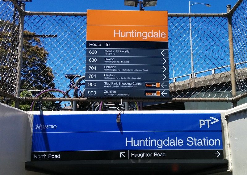 Huntingdale station: sign to buses