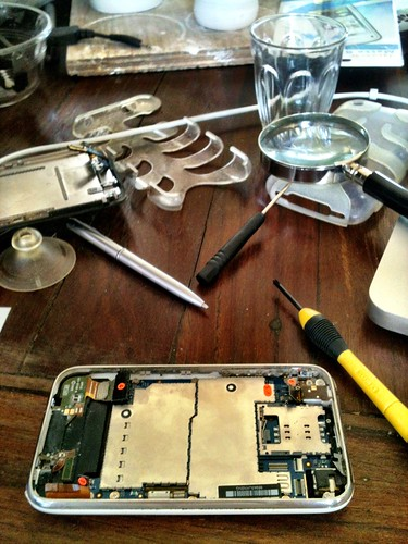 Performing surgery on an iPhone 3GS