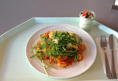 Gnocchi mit Tomaten & Ruccola / Gnocchi with tomatoes & ruccola