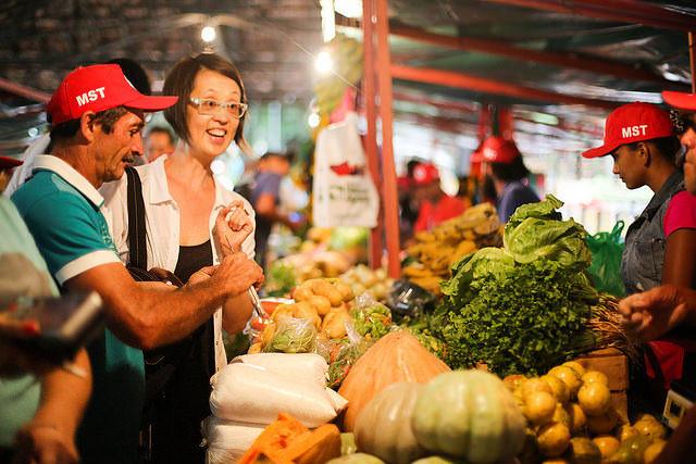 En Brasil, Movimiento Sin Tierra promueve feria con productos de la reforma agraria