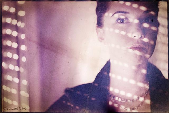 Portrait of girl and dots - Edward Olive portrait photographer Madrid Spain fotografo de retratos