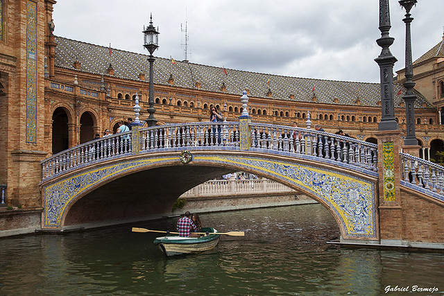 Remando bajo el puente - Sevilla