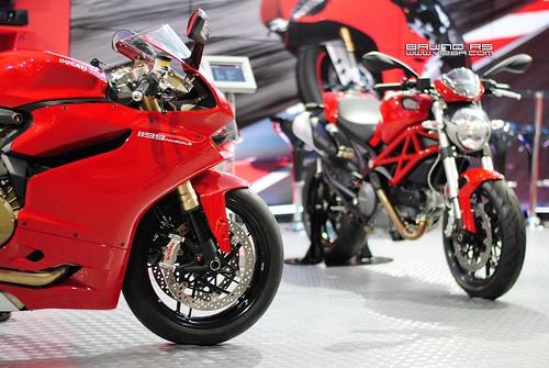 Ducati 1199 Panigale Vs Ducati Monster 796