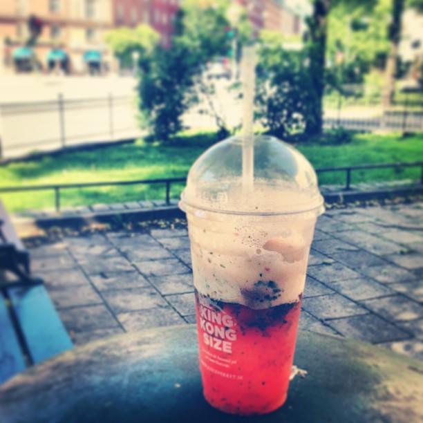 Juiceverket fixar! Soda, jordgubbar, mynta och limeDet enda som funkar med min diet just nu☺