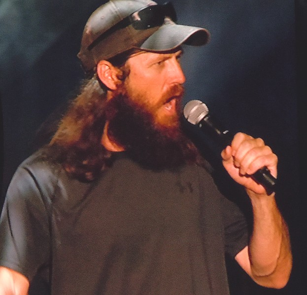 Jase Robertson co-hosting the CMA Music Festival 2013 5