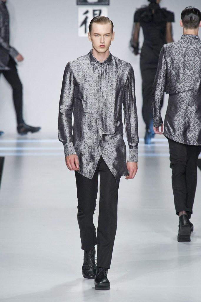 SS14 Milan Ji Wenbo058_Dimitrij Vysokolyan(fashionising.com)