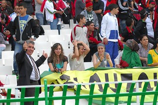 Algerian football clubs seek female fans | أندية كرة القدم الجزائرية تسعى لاستقطاب جماهير نسائية | Les clubs de football algériens en quête de supportrices