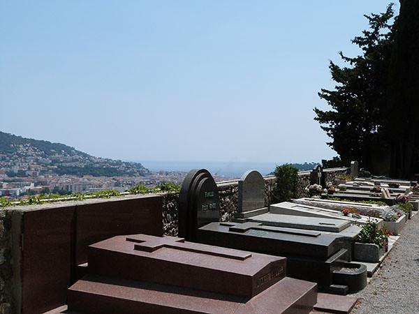 cimetière au-dessus de la mer